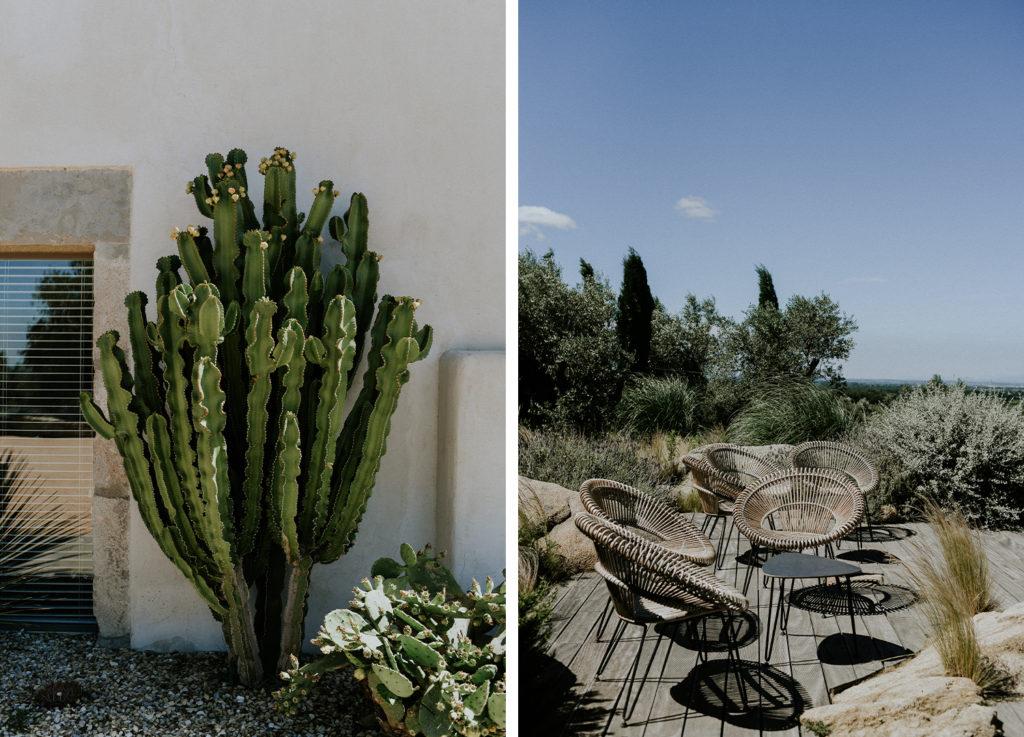 Cactus et chaise en rotin à l'hotel mas lazuli