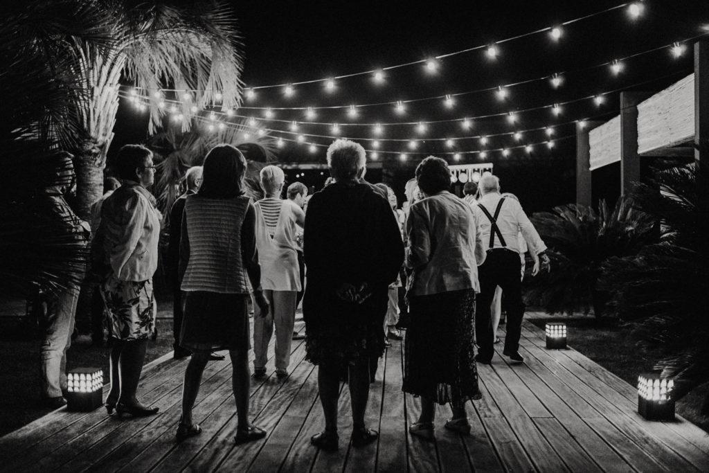 Personnes âgées sur une piste de danse