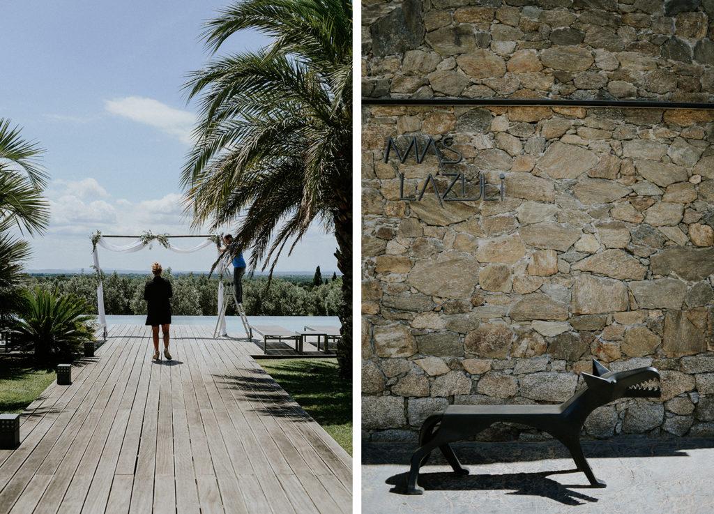 Femme préparant une arche de mariage et sculpture d'un loup en fer à l'hotel mas lazuli