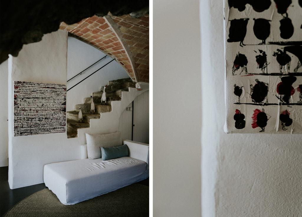 Escalier et morceau d'une toile peinte