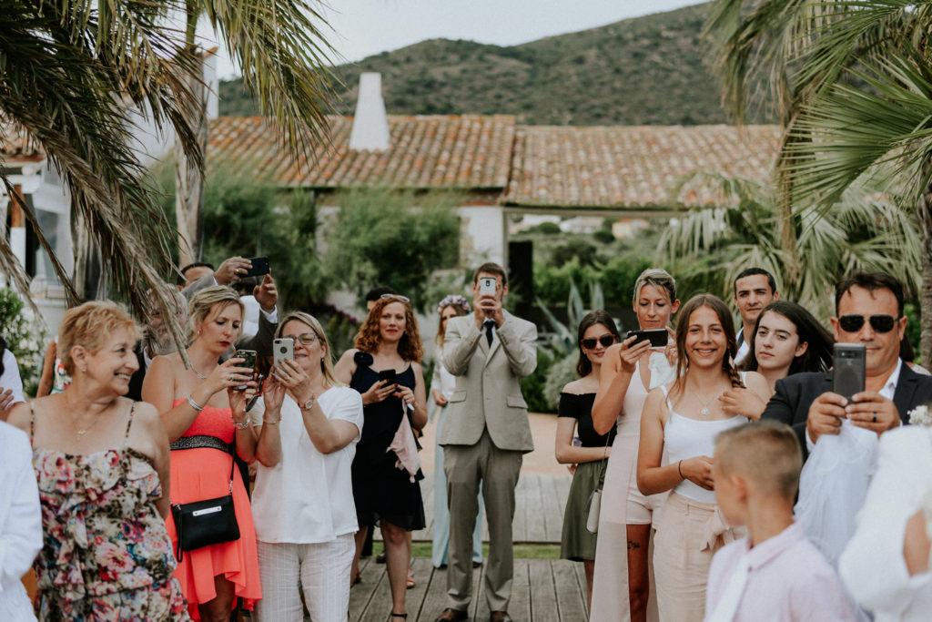 Groupe de personnes prenant des photographies