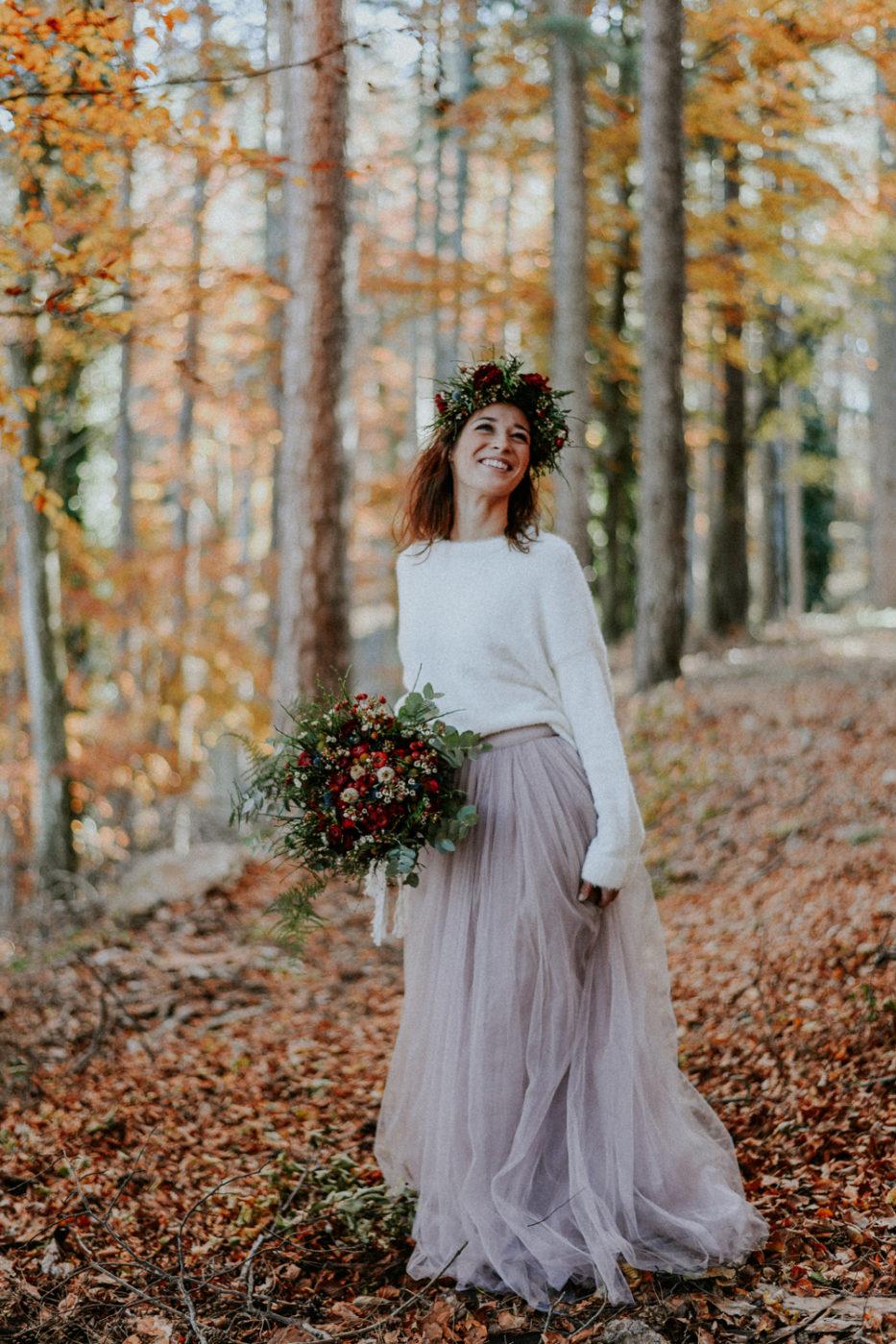 Photographe mariage Perpignan - Mariée souriante au coeur de la forêt domaniale des Albères