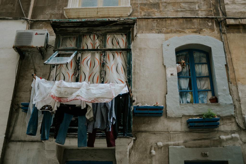 Linge qui sèche à une fenêtre - Malte