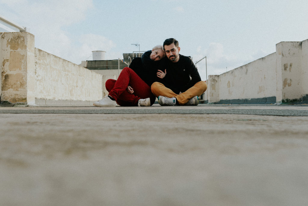 Couple sur une terrasse