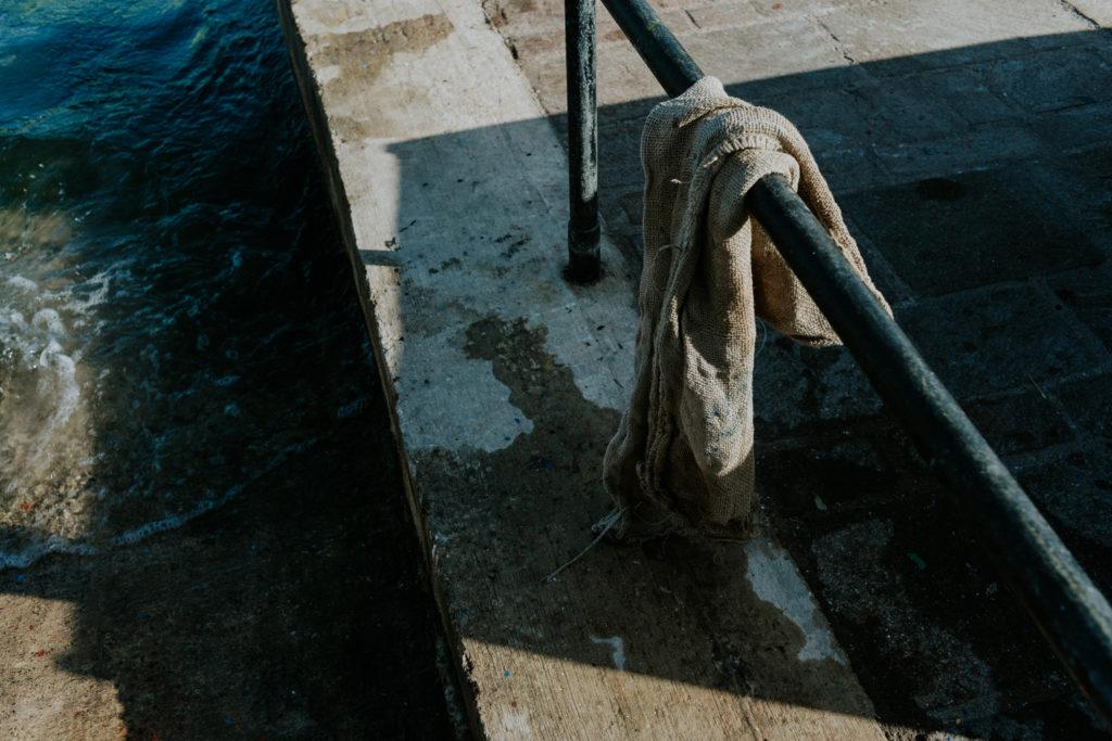 Chiffon sur une barre en fer - Malte