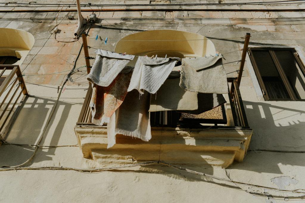 Linge qui sèche sur une fenêtre - Marsaxlokk
