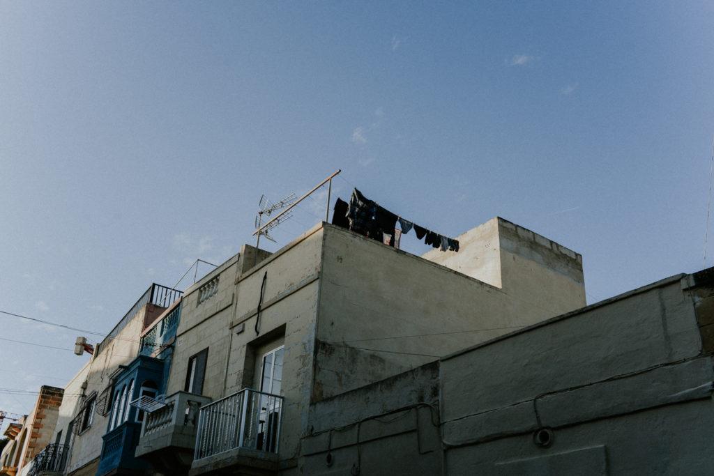 Toit avec linge en train de sécher -  Marsaxlokk