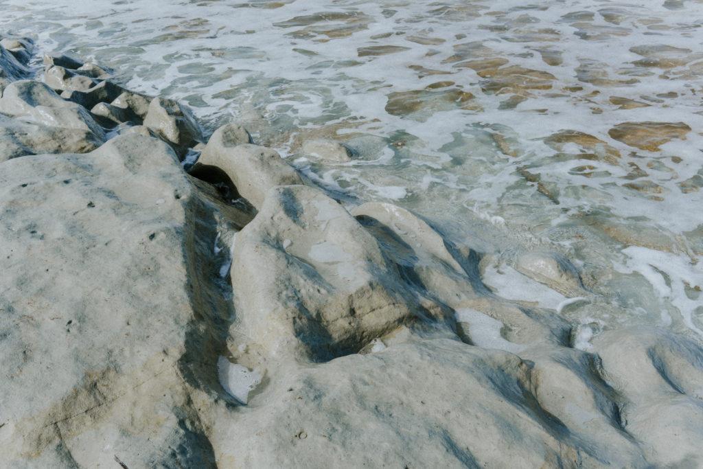 Roche lissée par la mer