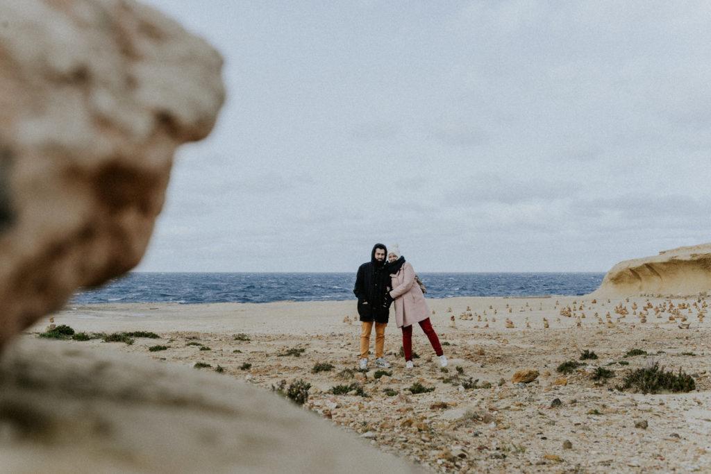 Couple au bord de la mer - Gozo