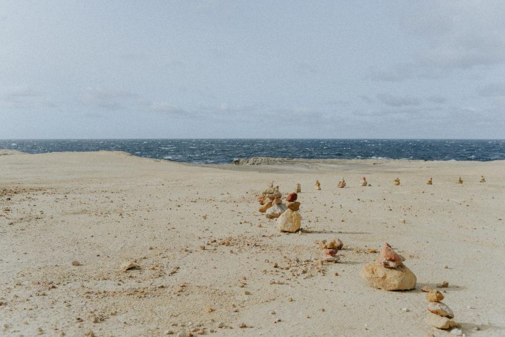 Sculptures de pierres au milieu de nulle part en bord de mer - Gozo