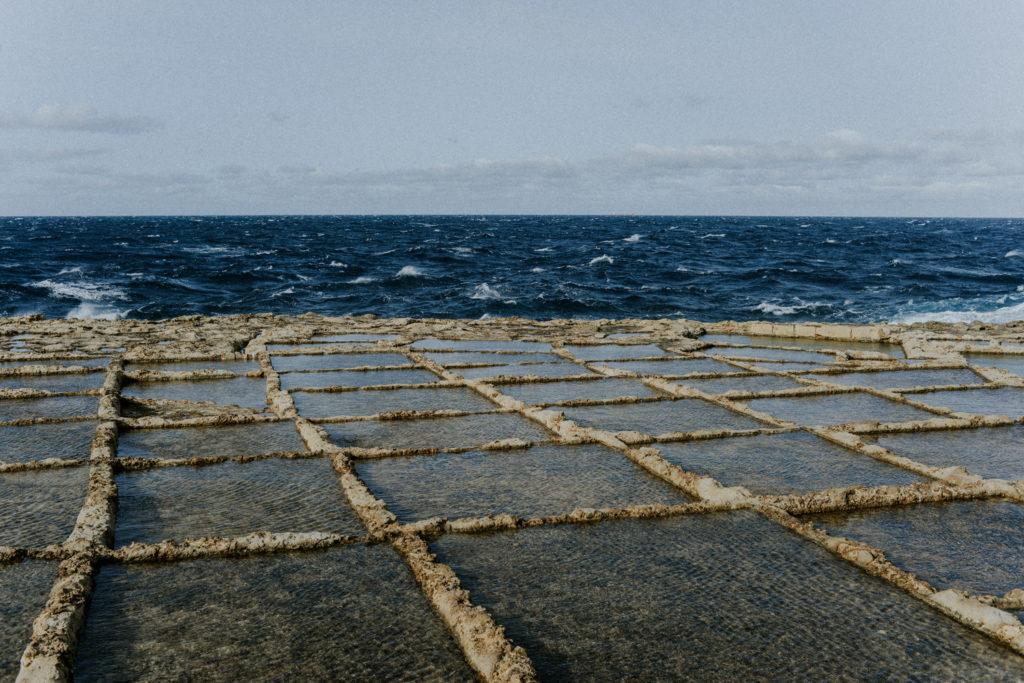 Salins à flan de falaise à Gozo
