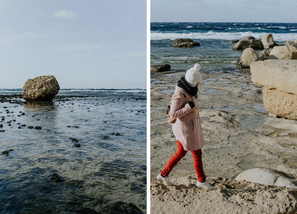 Gros rocher dans la mer - Femme marchant sur un rocher - Gozo